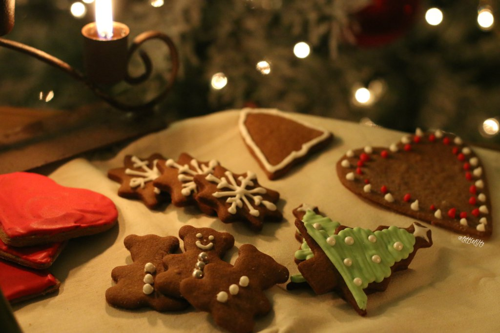 Traditional Gingerbread Biscuits {Christmas Gift Guide}